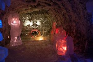Царство вечной мерзлоты в Якутии - ледяная скульптура