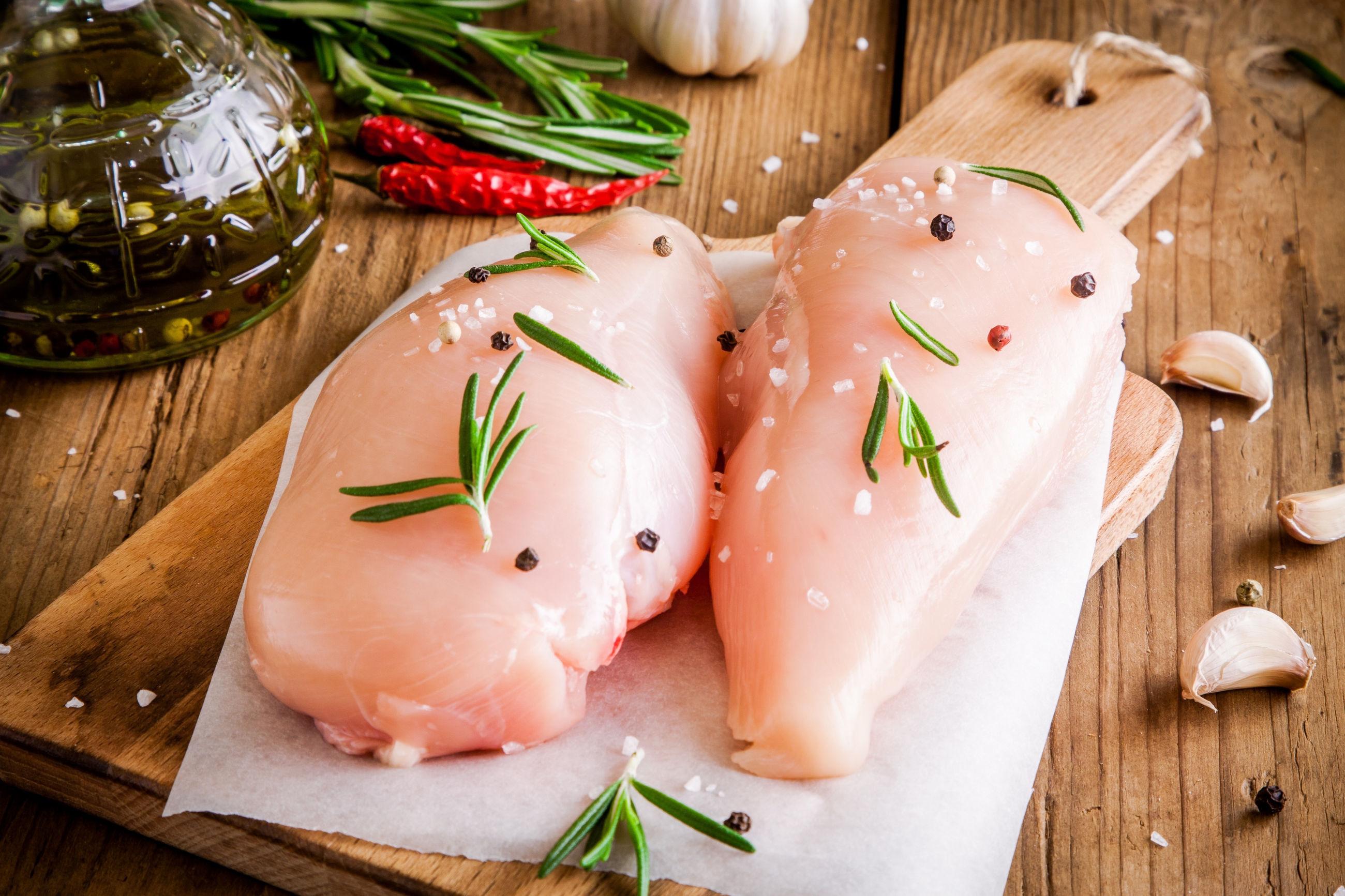 куриное филе с перцем и чесноком