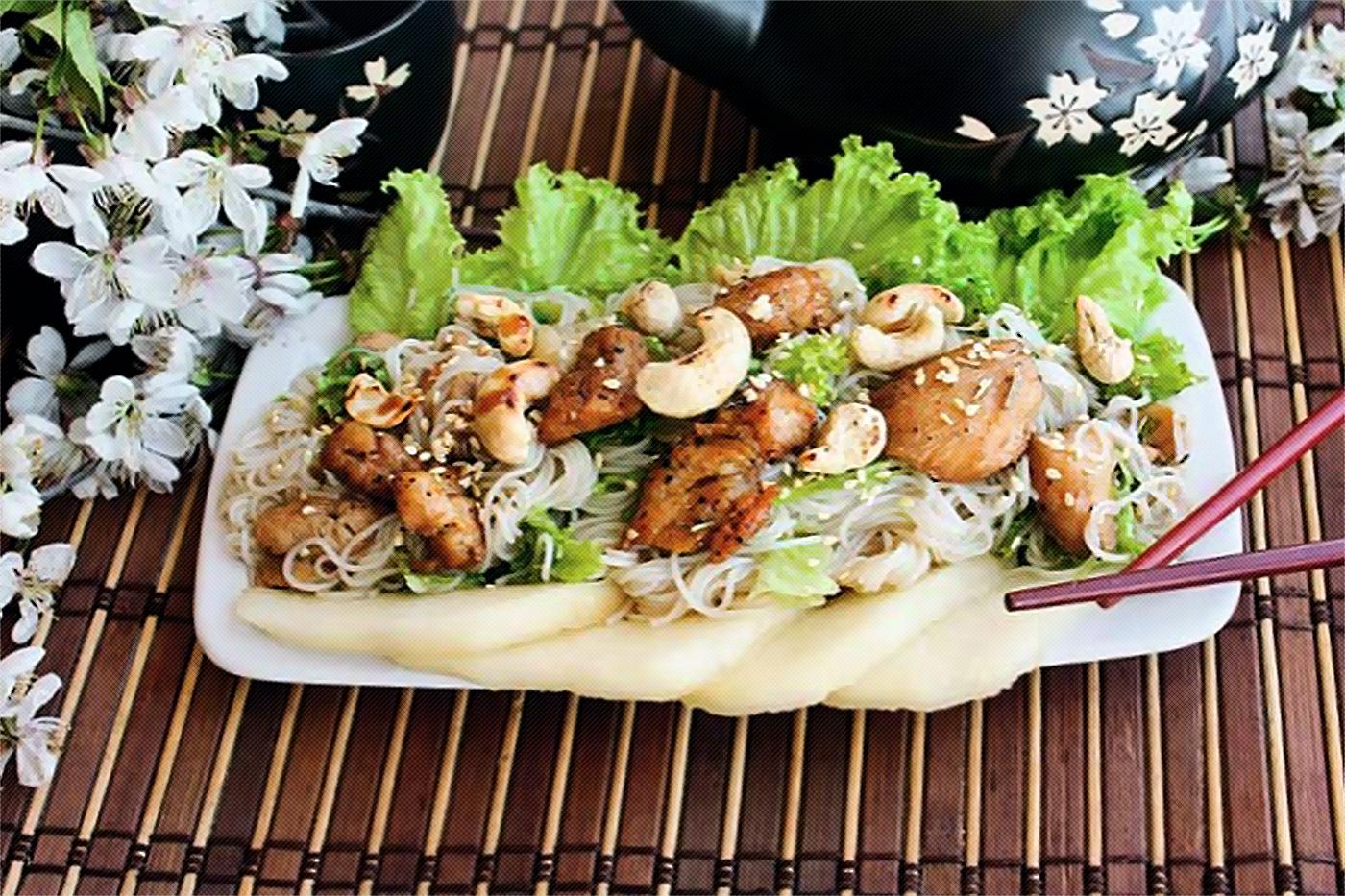 салат с пряной курицей