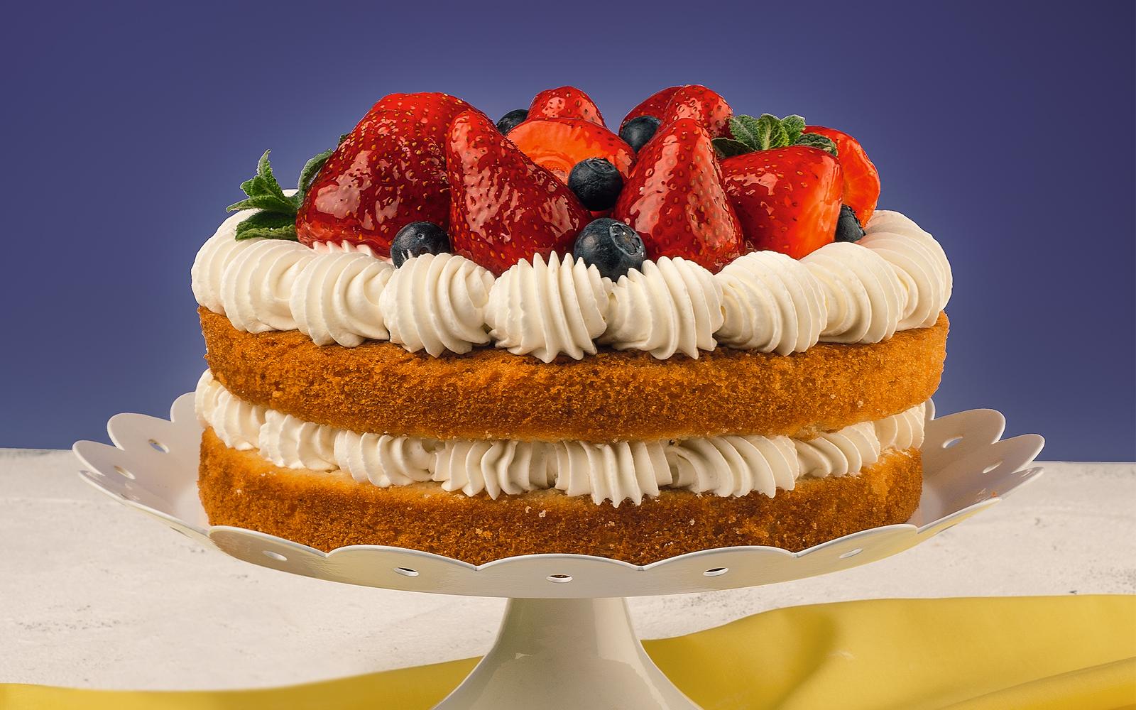 Торт йогуртовый клубничный