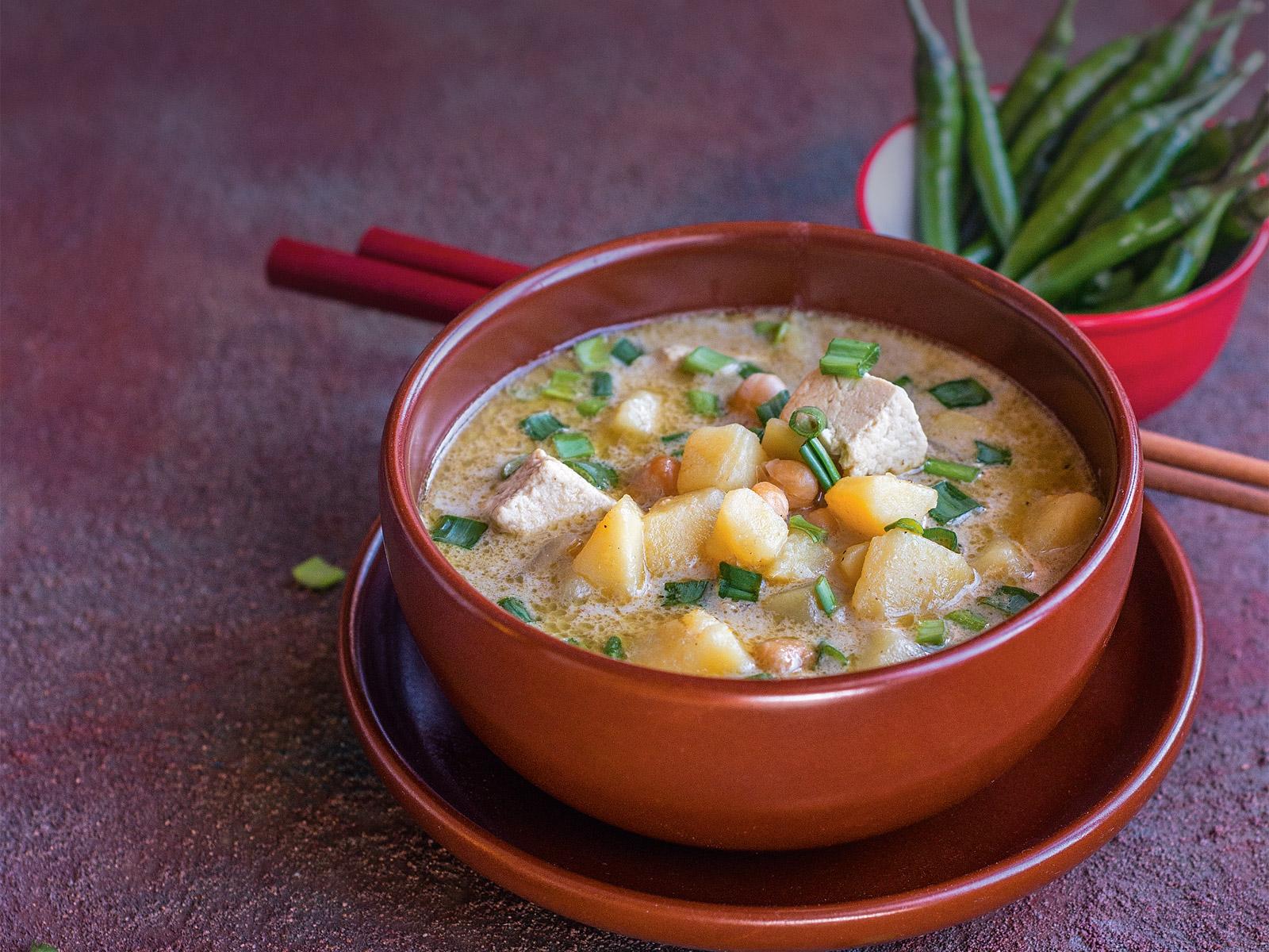 Суп картофельный с зеленым карри