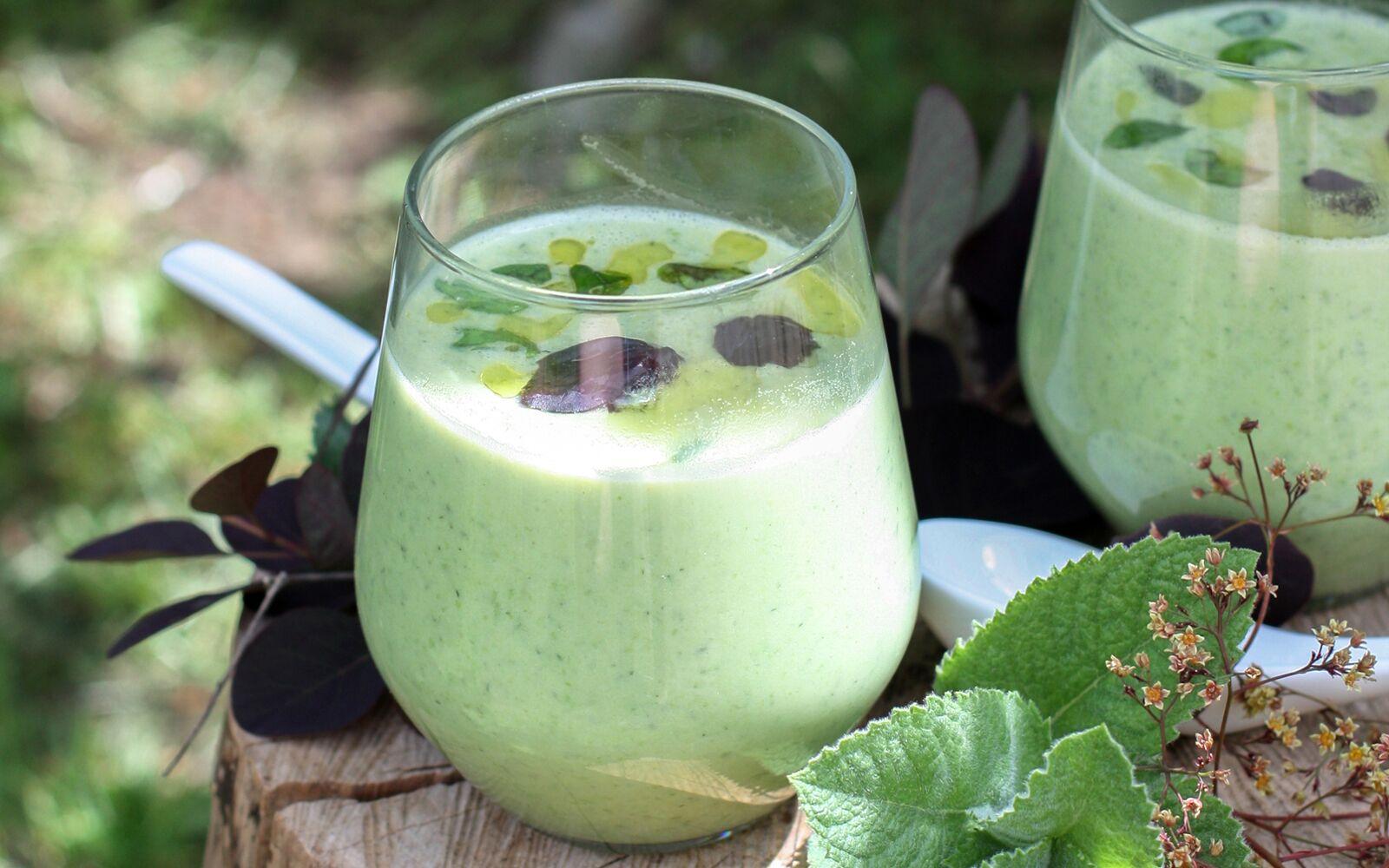 Кокосовый суп с зеленым горошком имятой