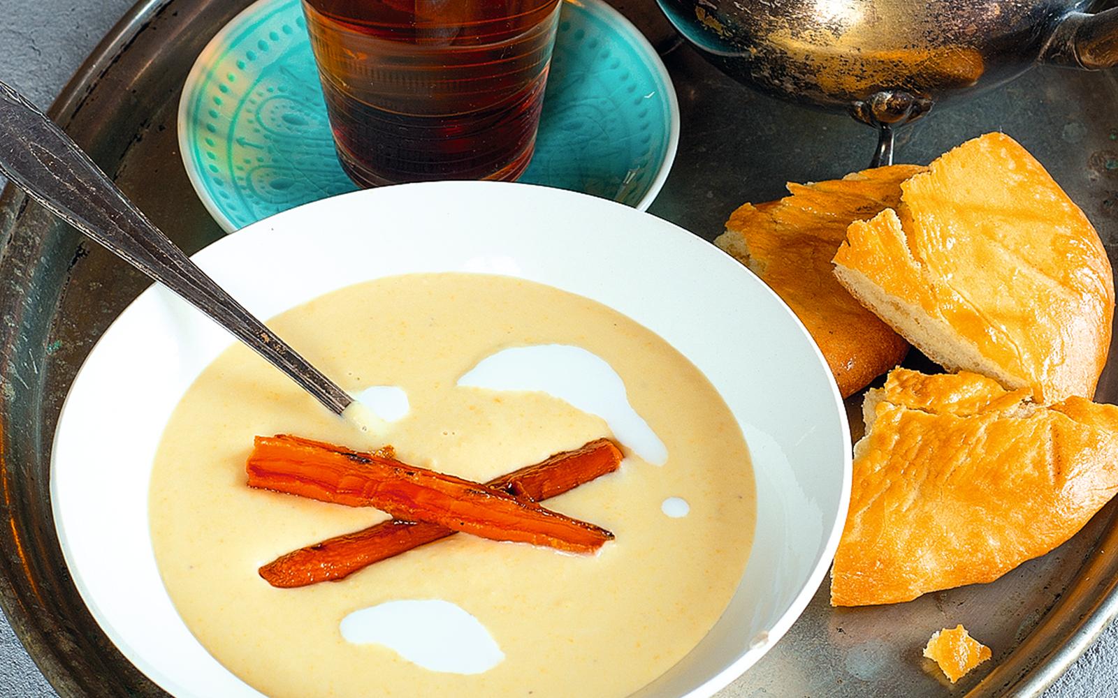 Суп-пюре из нута с карамелизированной морковью