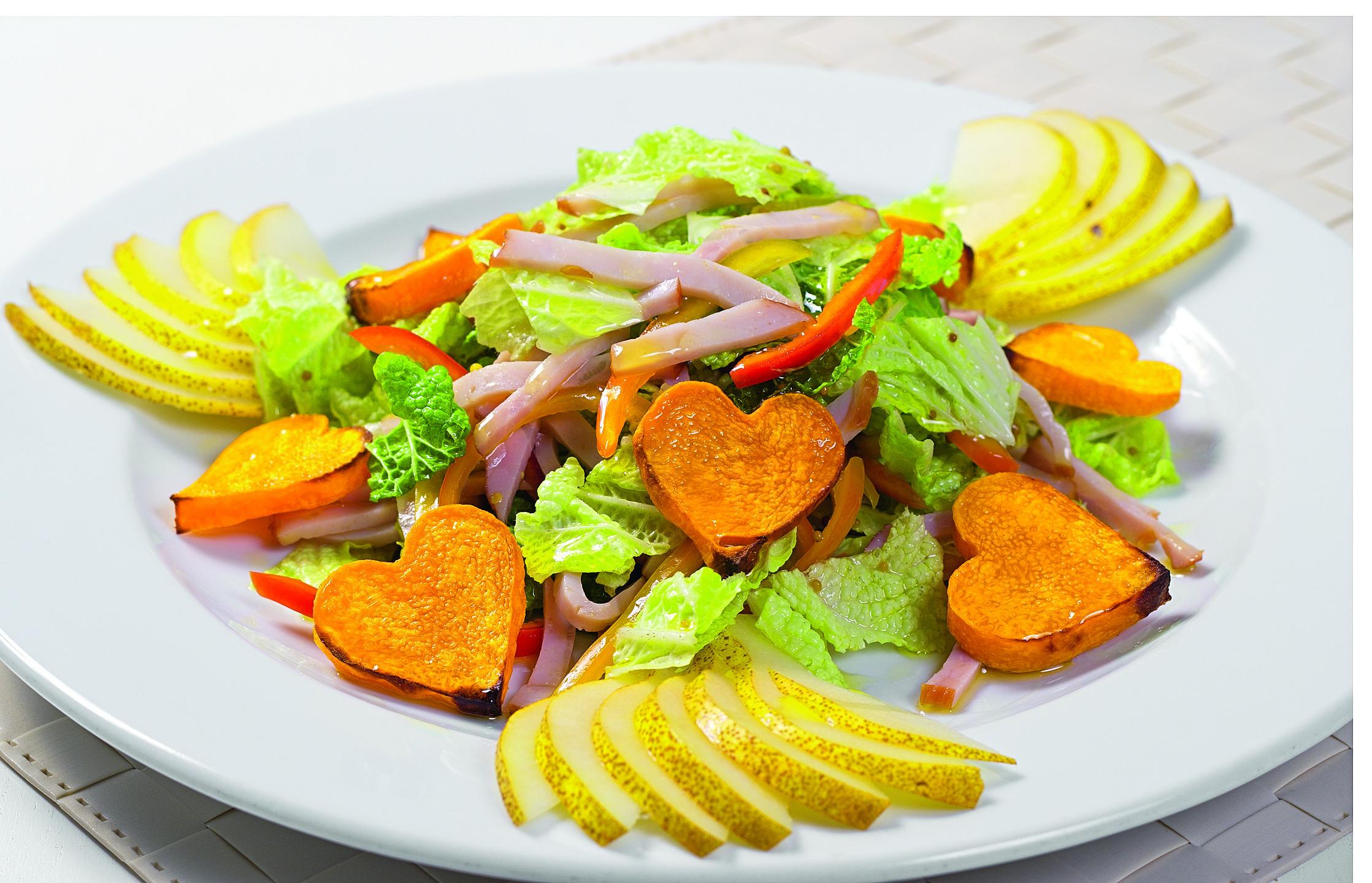 Салат с запеченной тыквой и индейкой
