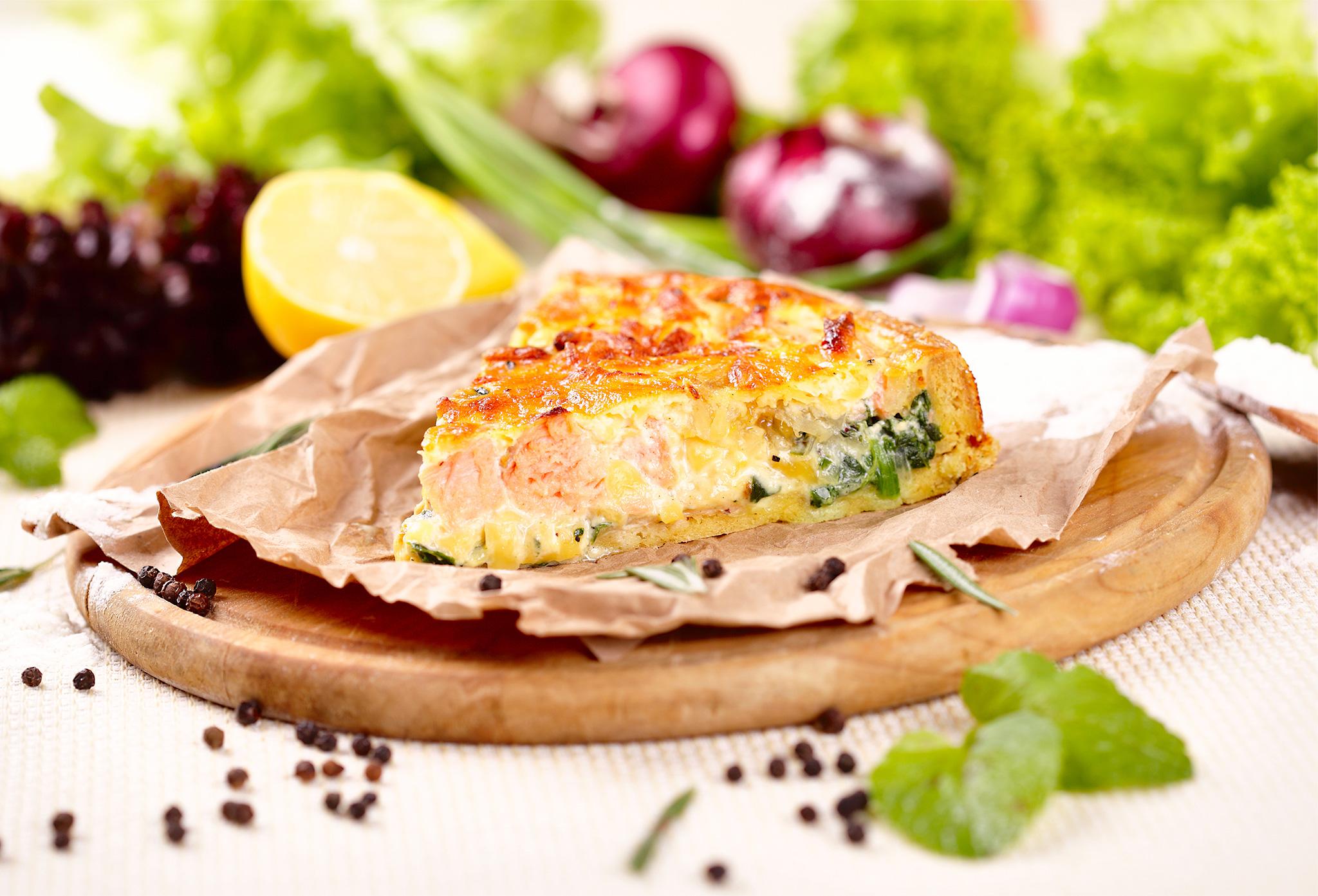 Киш с лососем и камамбером