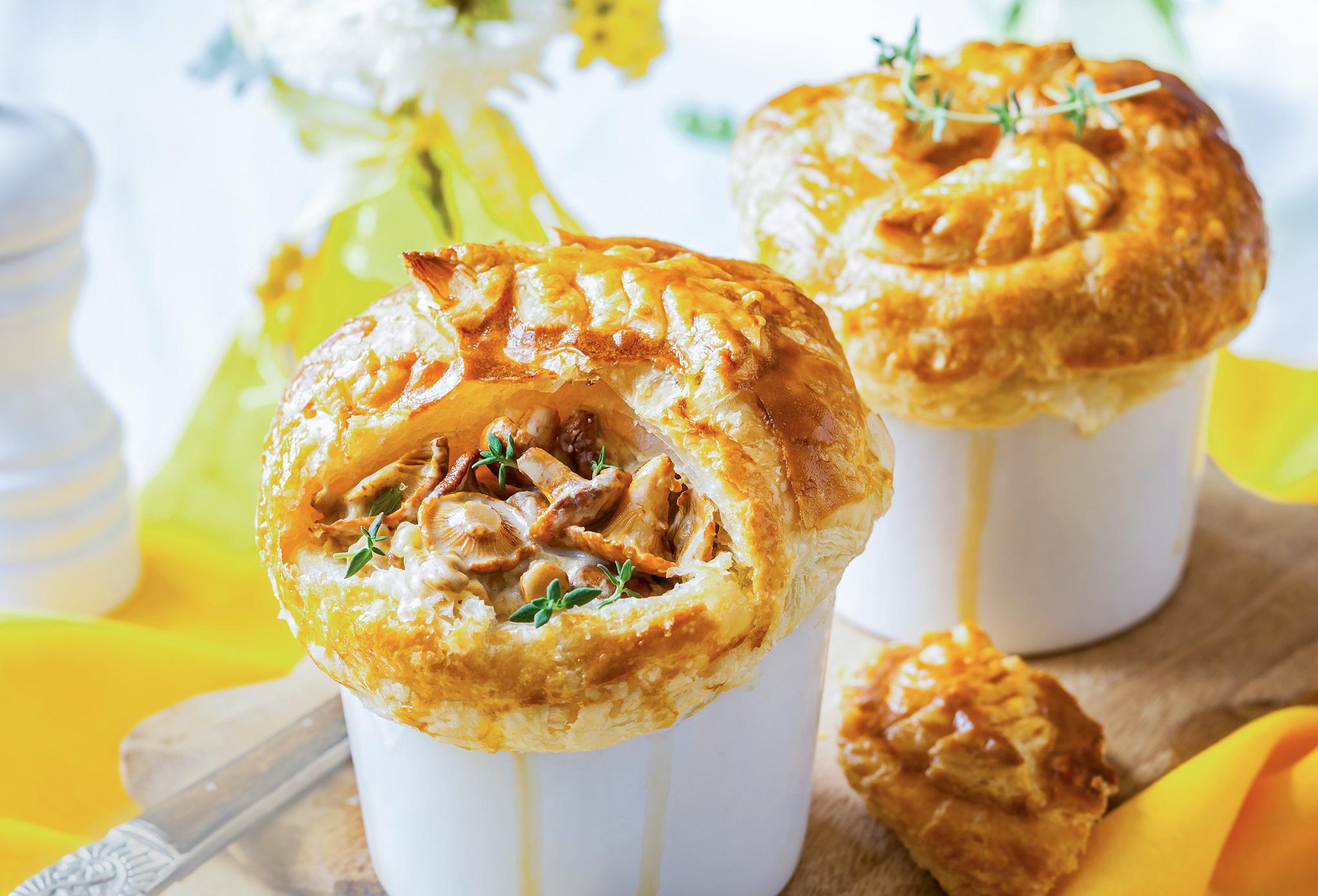 Мини-пирог из курицы с грибами