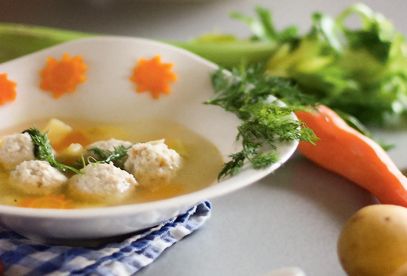 Осенний овощной суп с фрикадельками из курицы и рикотты