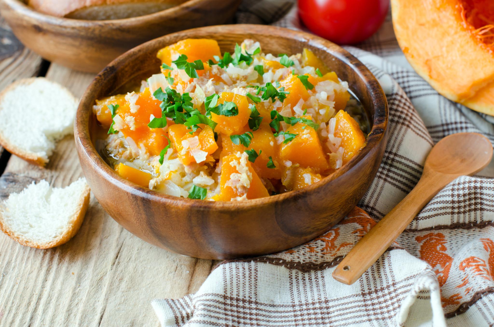 Острый салат из риса и тыквы с кокосовой стружкой