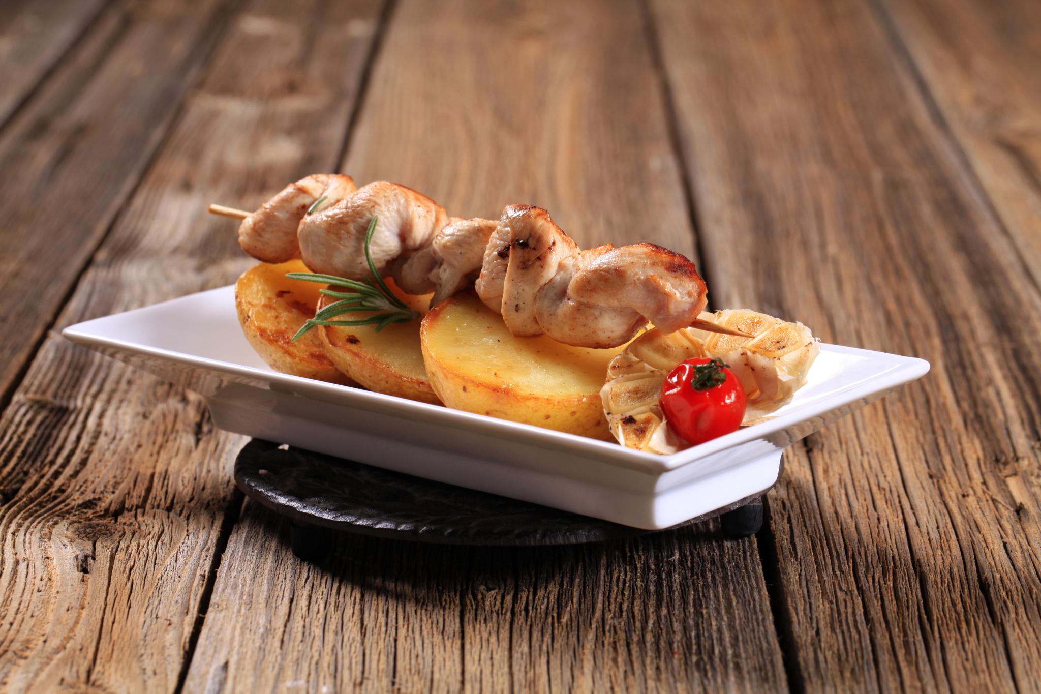 Кебаб из цыпленка с тмином и йогуртовым соусом