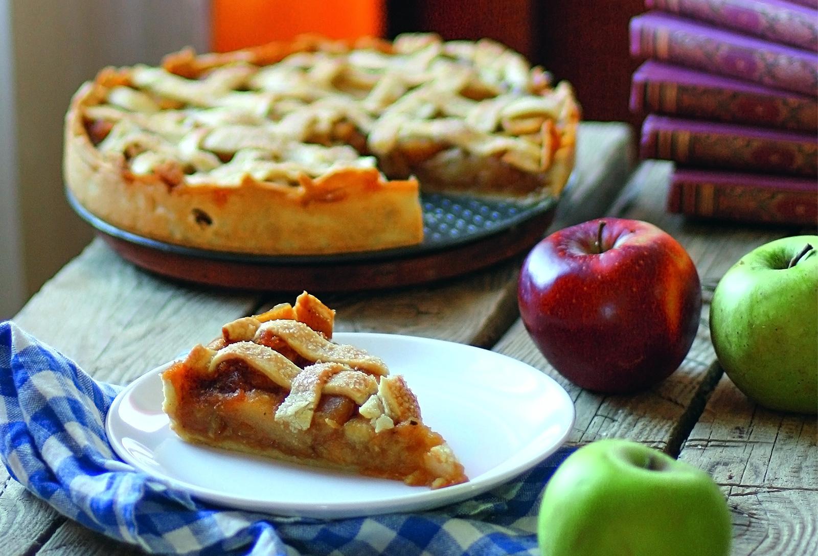 Яблочный пирог с «решеткой» и соленой карамелью