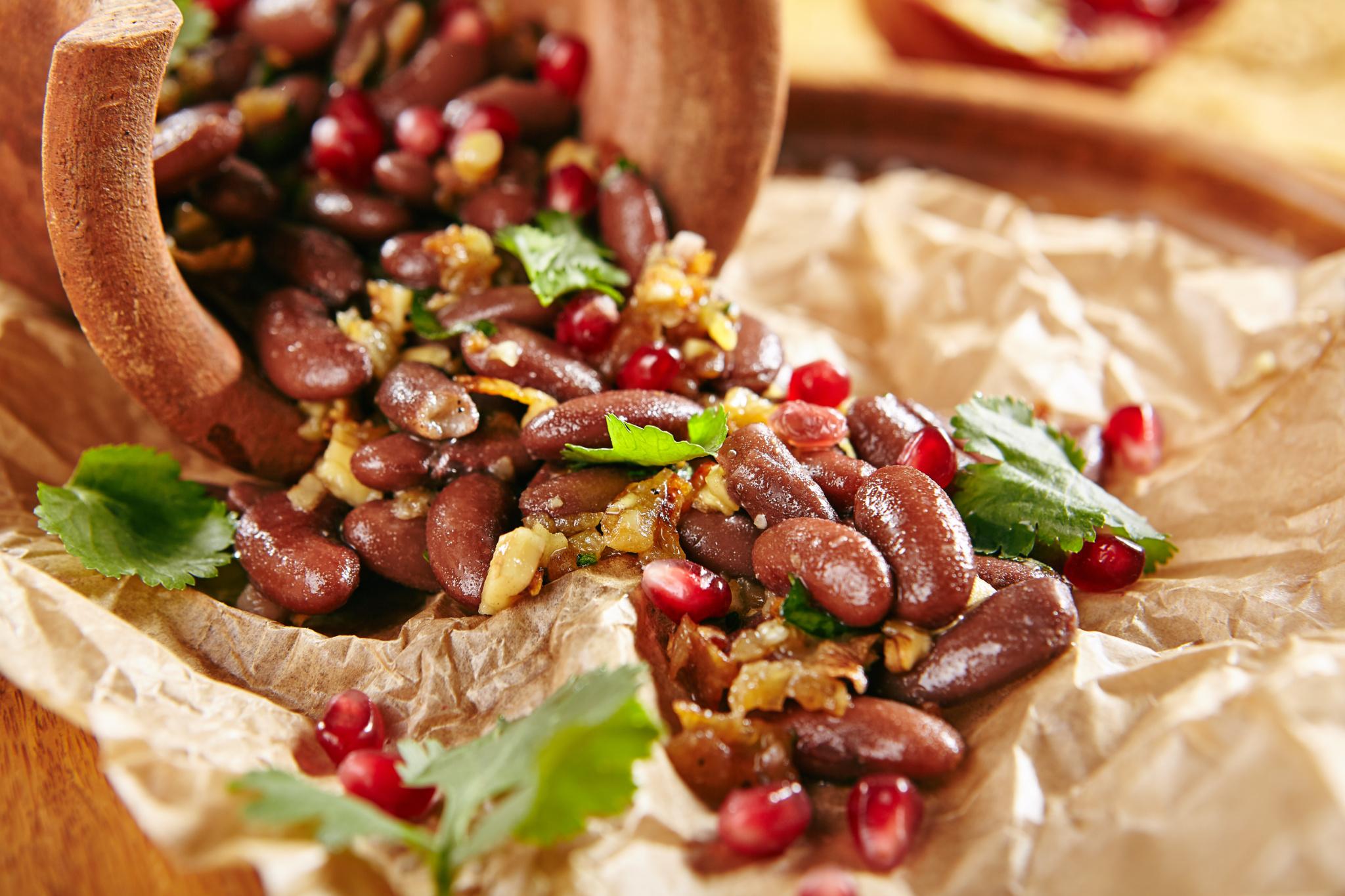 Лобио с грецкими орехами и кинзой