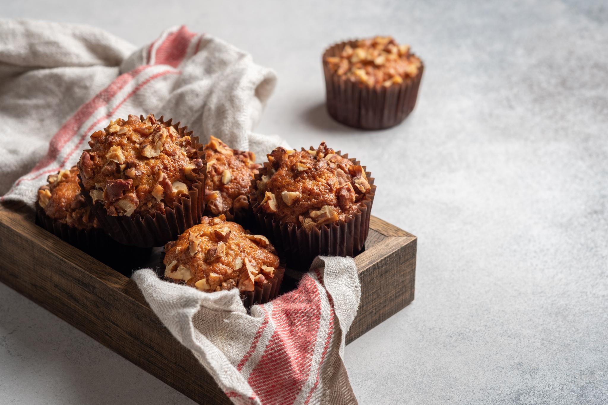 Шоколадные пирожные с арахисом, миндалем и грецким орехом