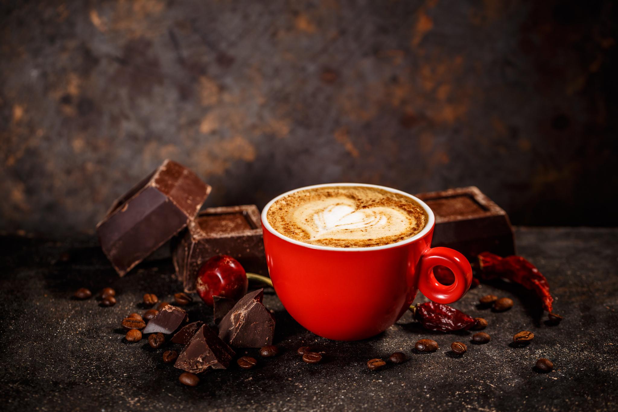 Натуральный кофе с шоколадом, корицей и чили