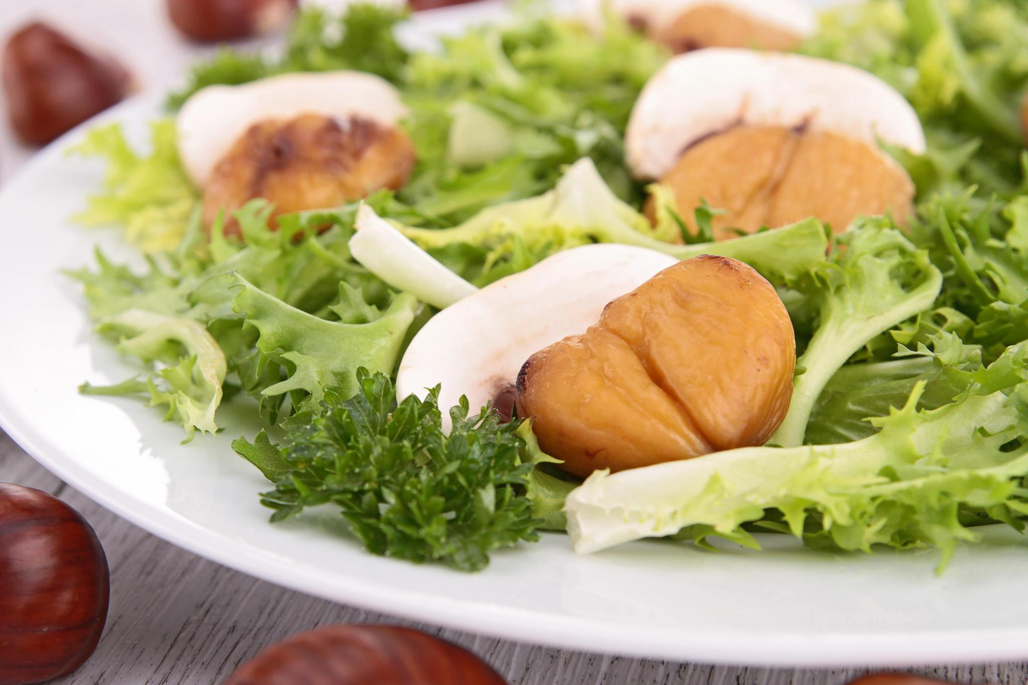 Салат из белых грибов с каштанами