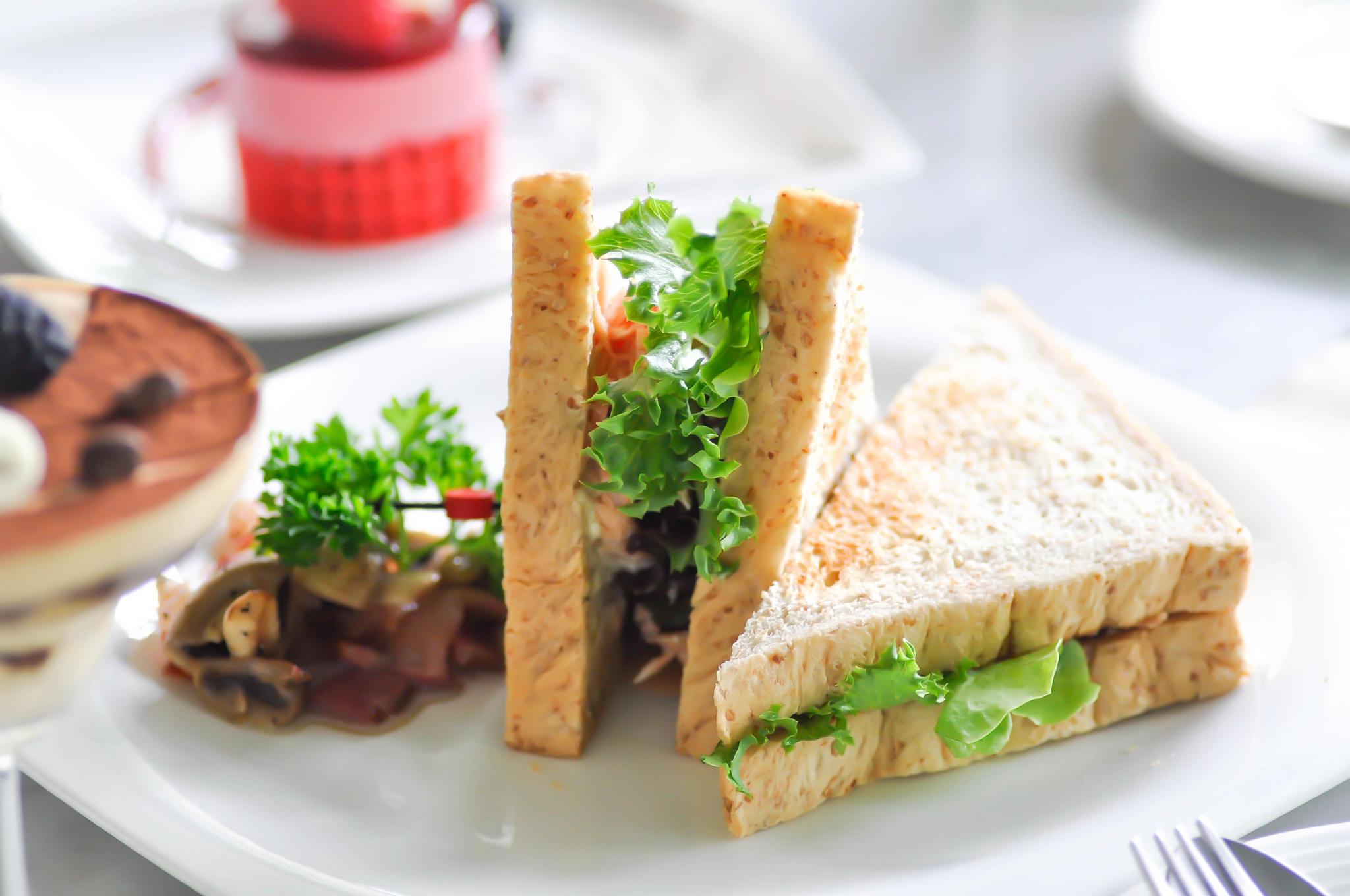 Сендвич с розмарином и жидким дымом «Хвойный лес»