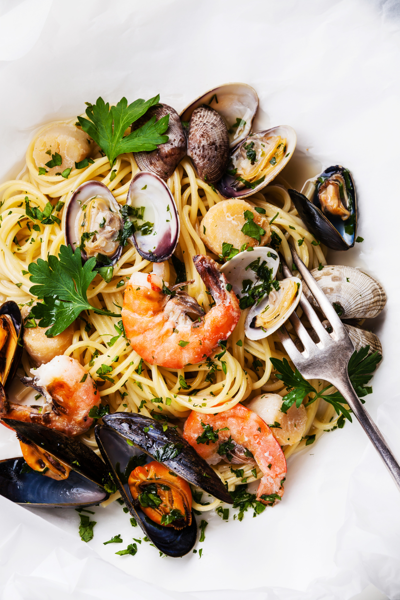 Спагетти с морепродуктами в сливочно-коньячном соусе