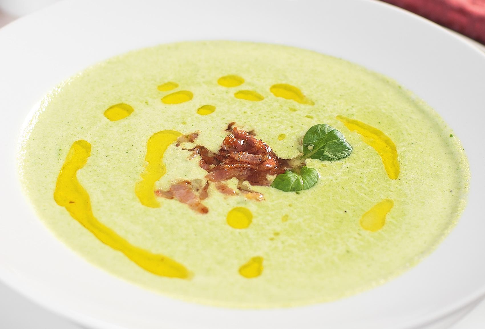 Итальянский классический суп с брокколи и беконом