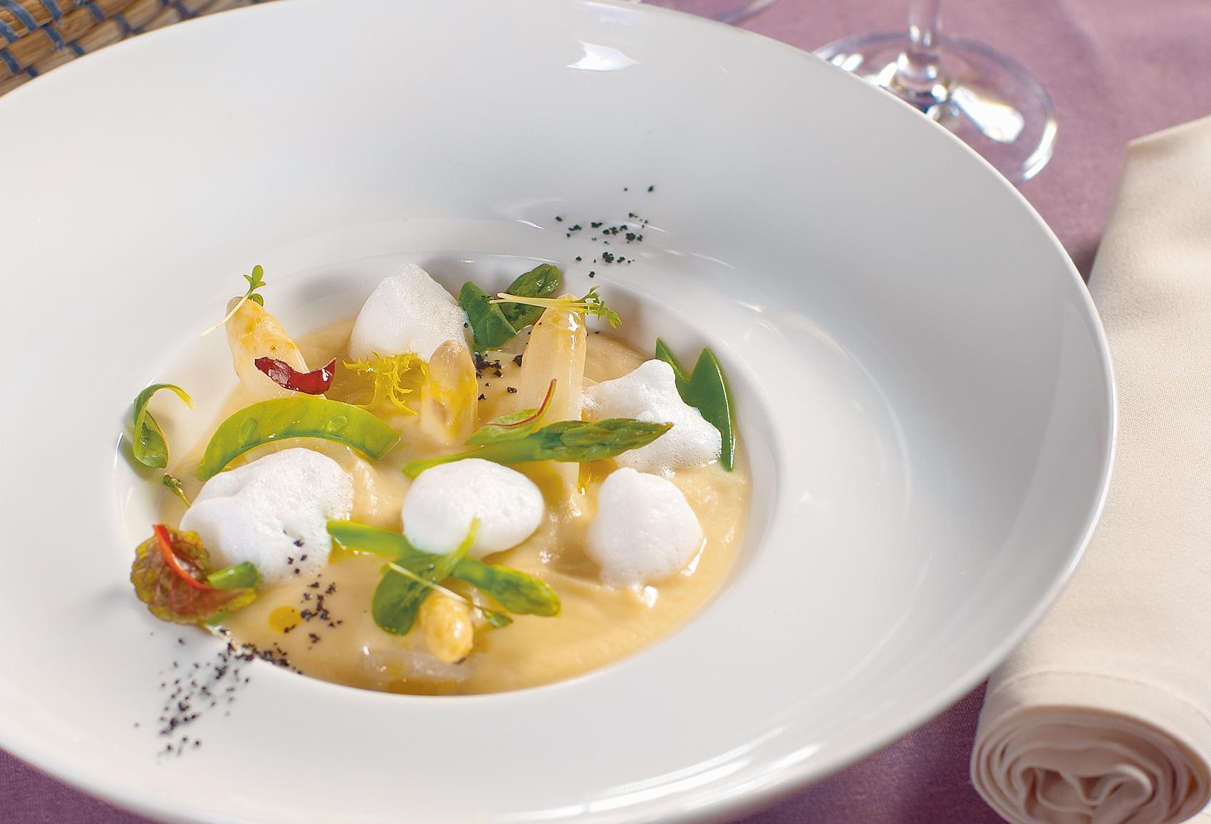 Капучино-суп из корня сельдерея и белой спаржи