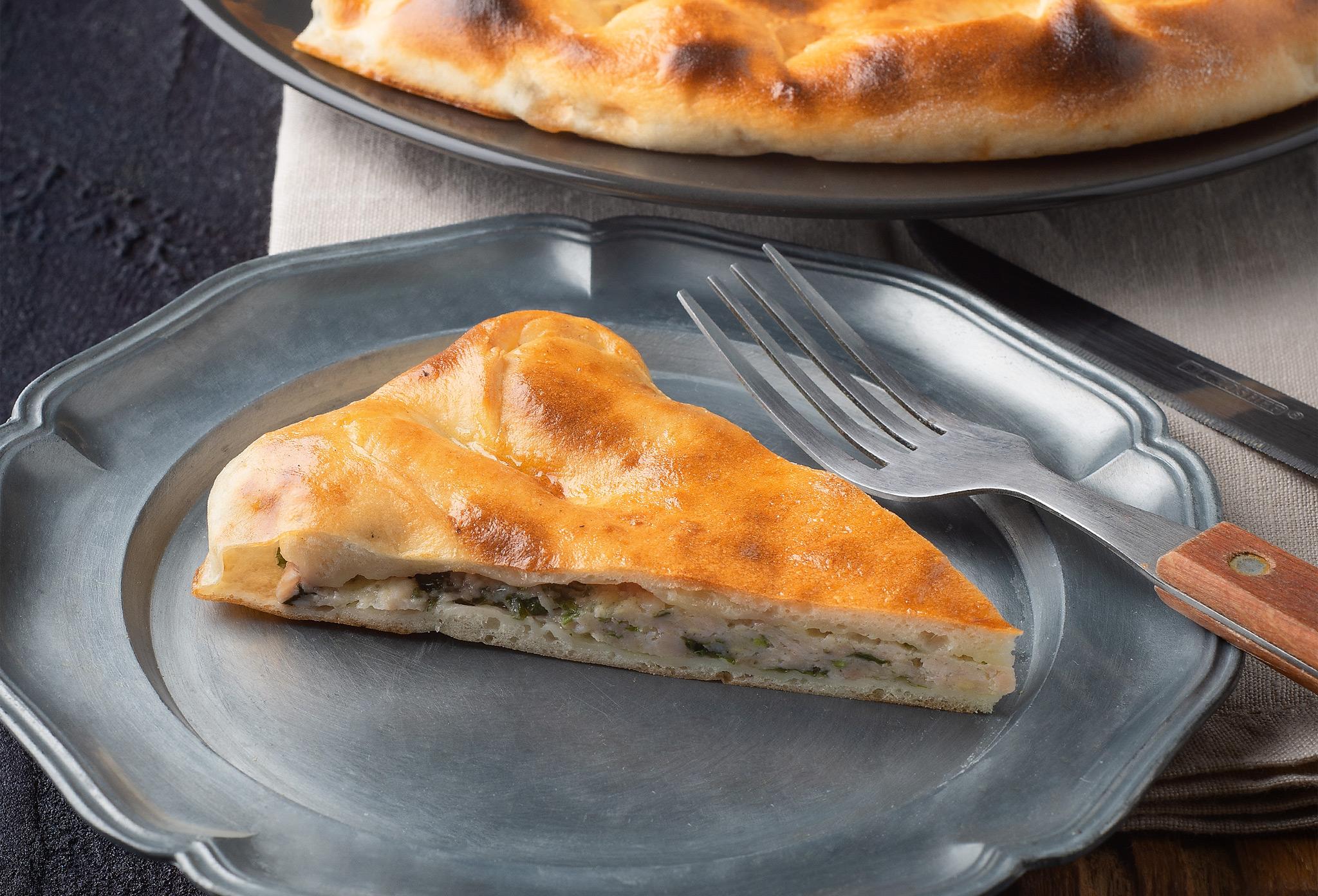 Пирог с курицей и кинзой из печи
