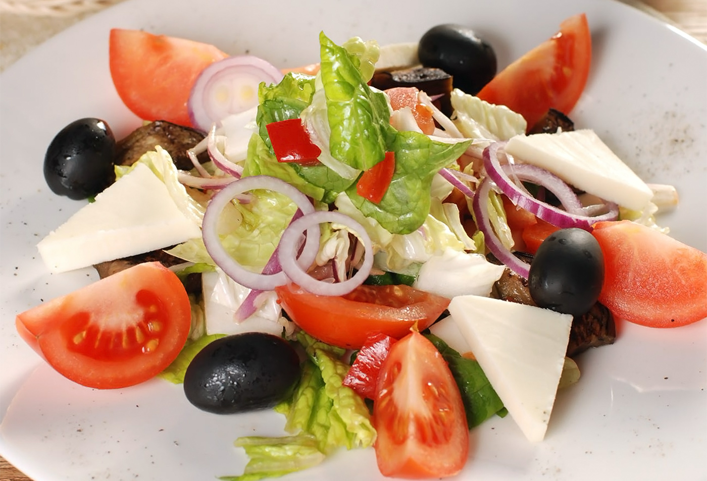 Салат из жареных баклажанов с сыром фета