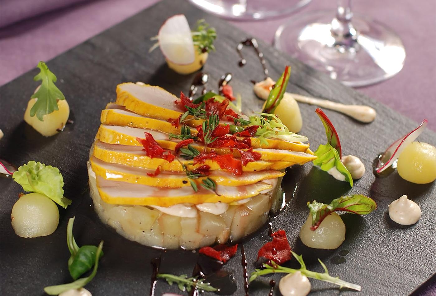 Салат из куриной грудки с фруктовым тартаром