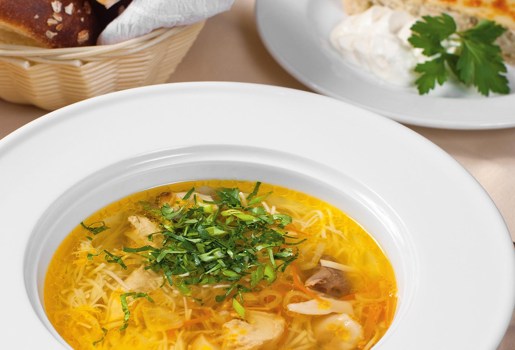Суп с лапшой, белыми грибами и луковым пирогом