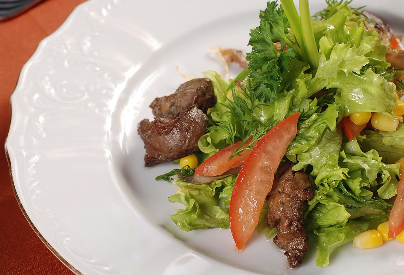 Теплый салат из куриной печени по-мадридски