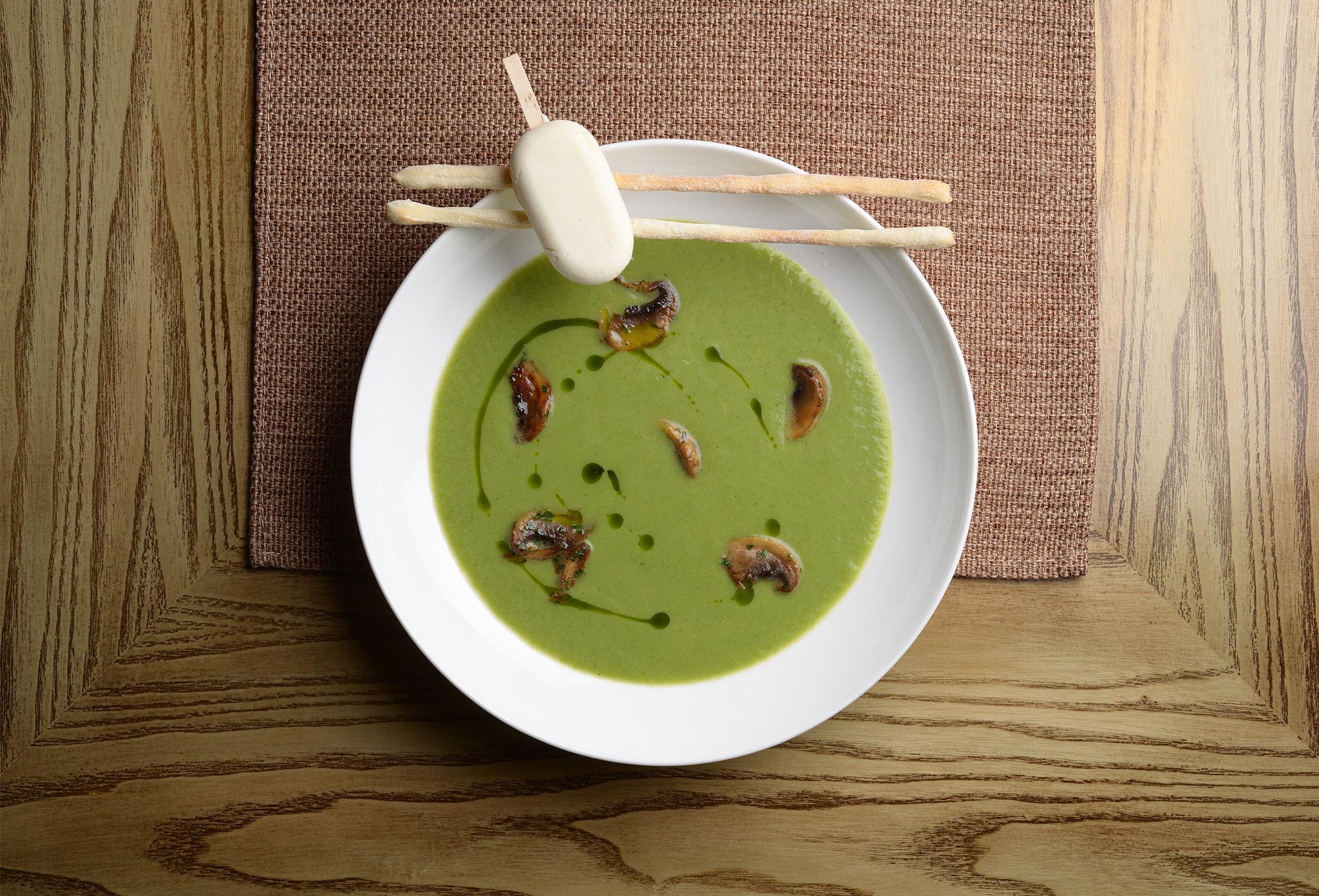 Кабачковый крем-суп с сорбетом из хрена
