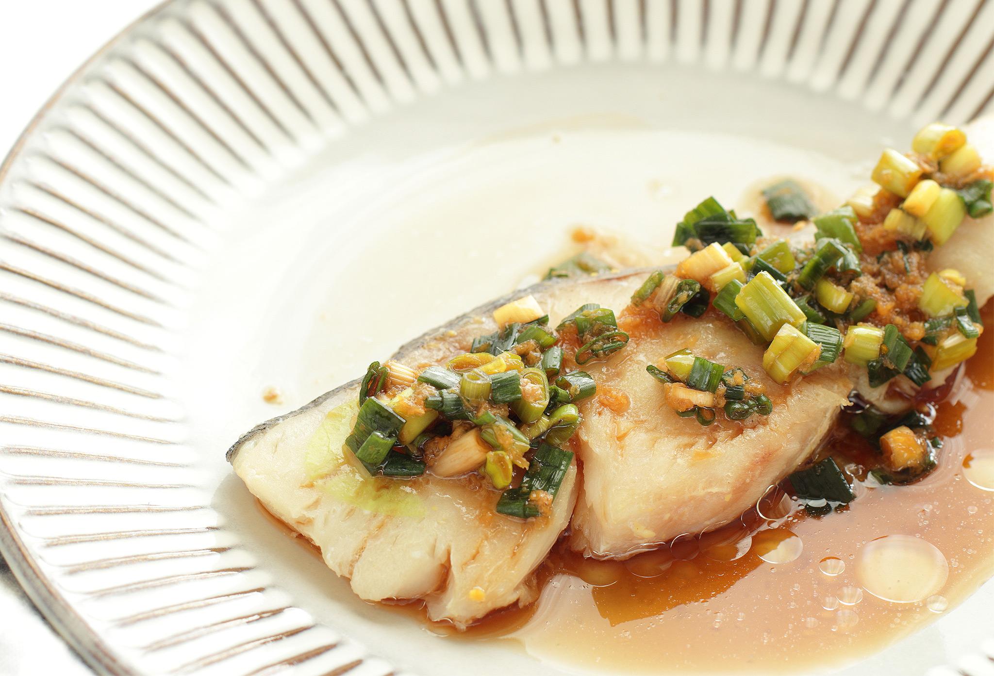 Рыба с имбирем и луком
