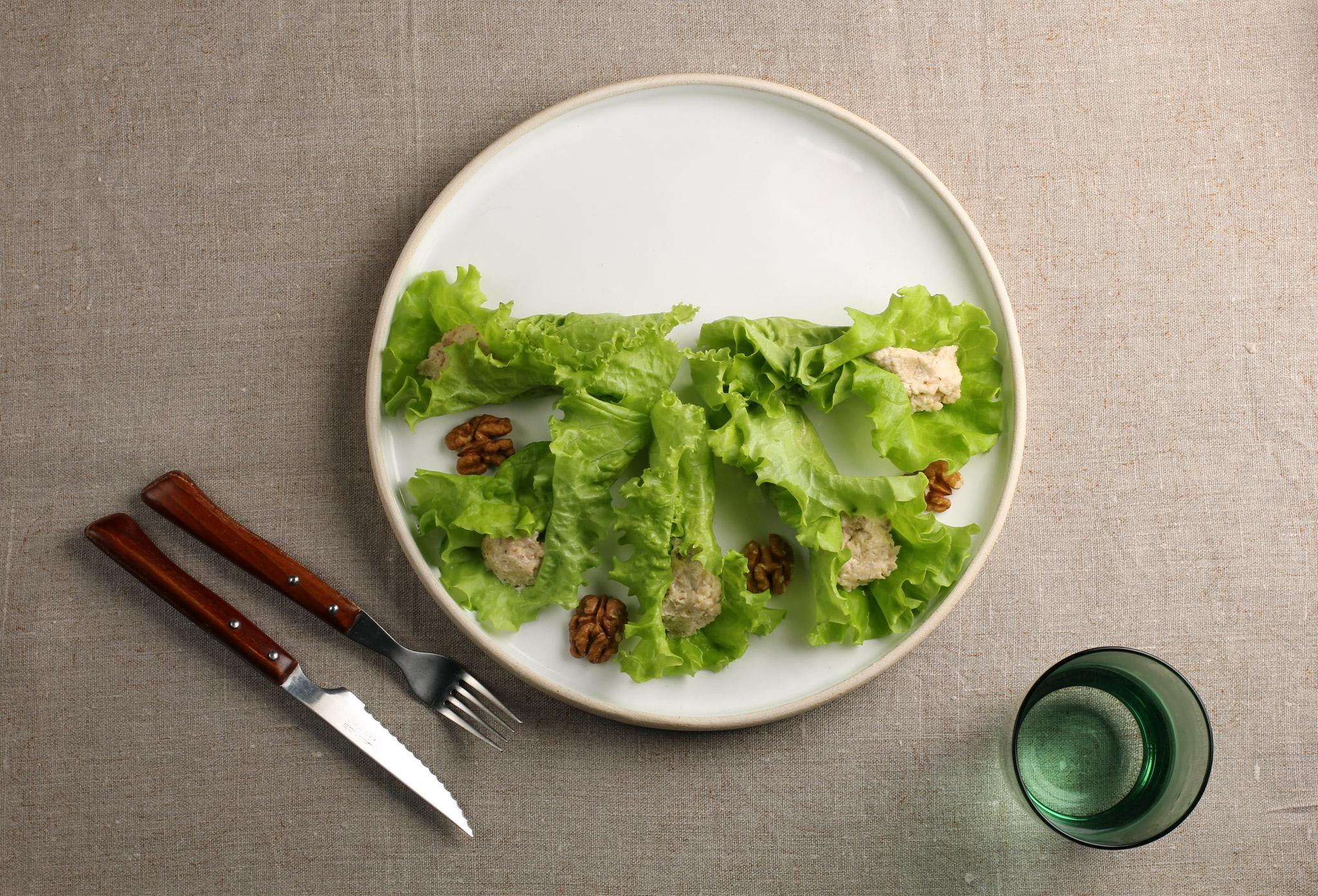 Салат с сыром и грецким орехом