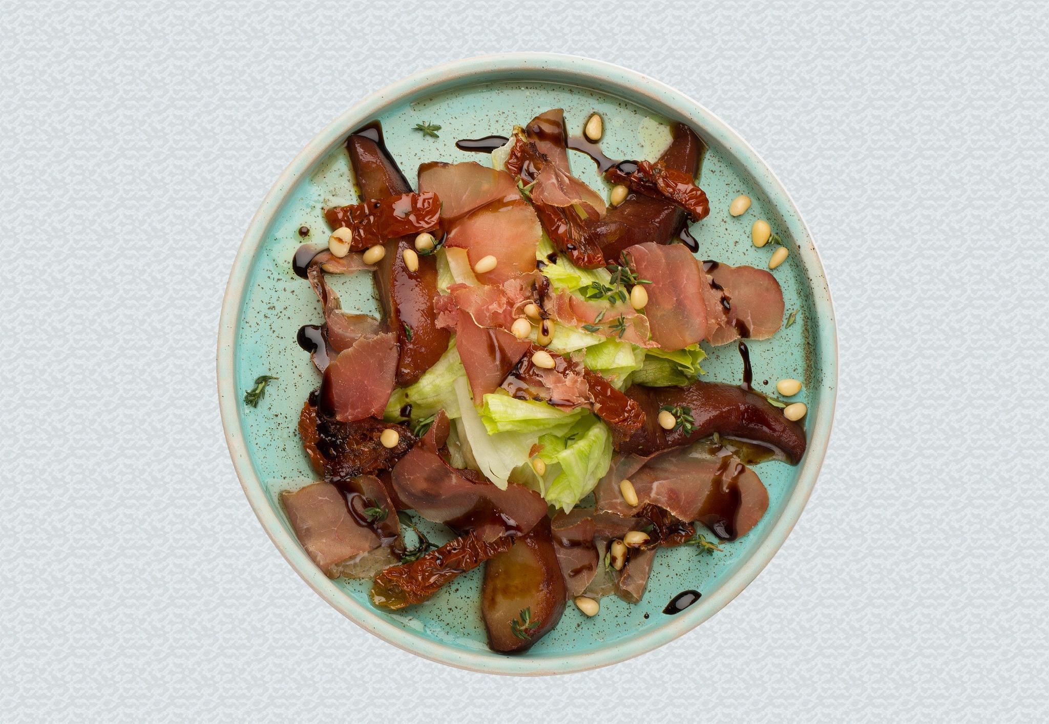 Салат с вяленой олениной