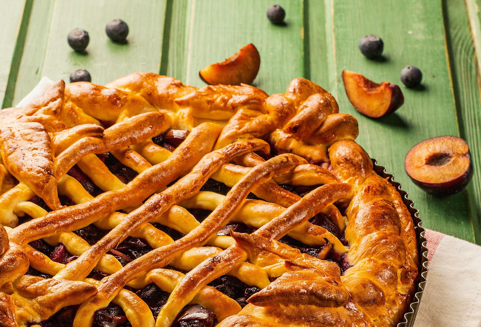 Пирог с фруктово-ягодной начинкой