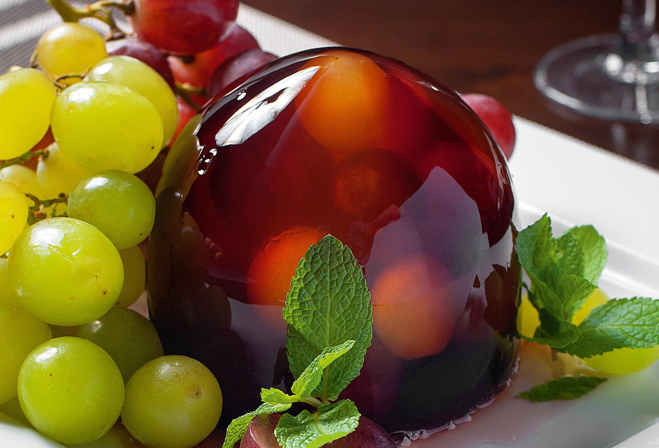Десерт извиноградного желе сшампанским