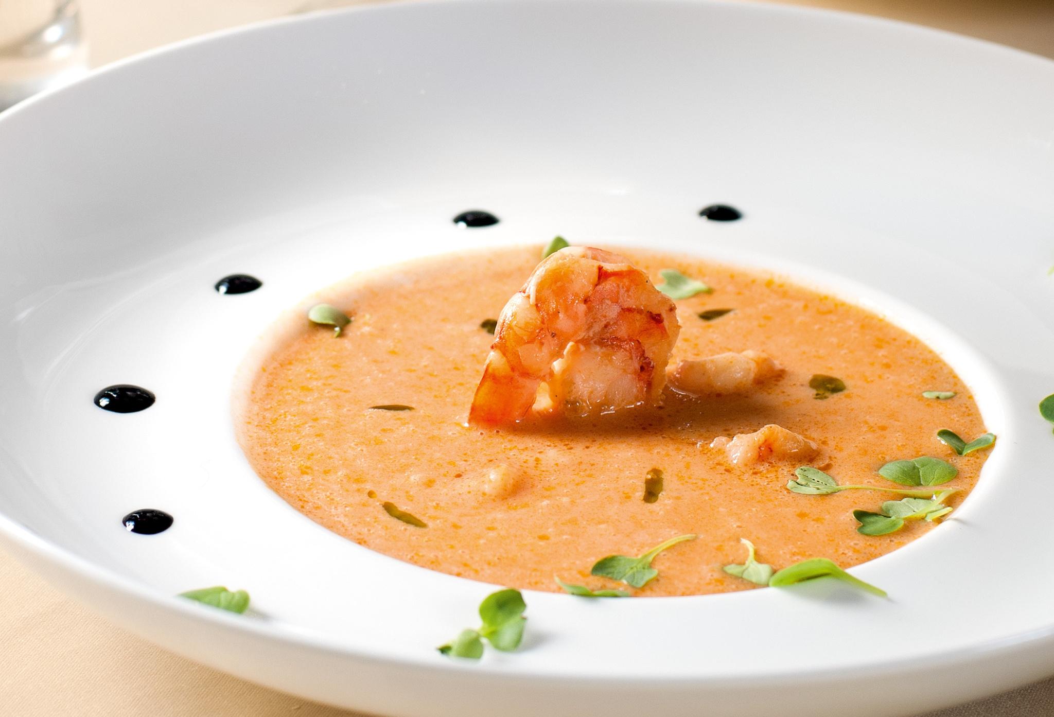 Томатный суп скреветками иводкой