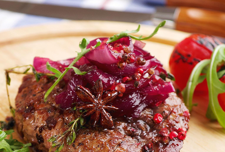 Мясо с брусничным соусом