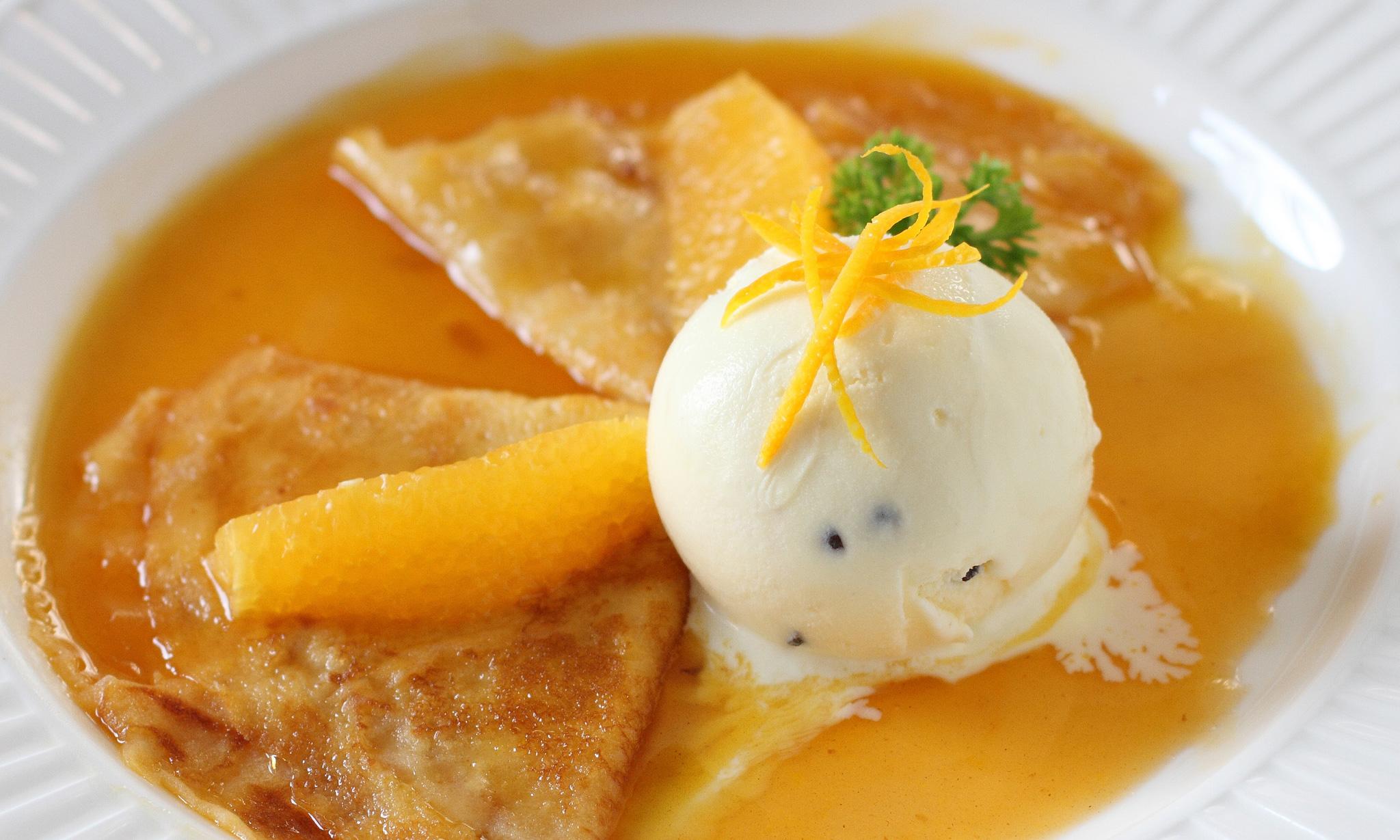 Креп-сюзет с мороженым и апельсином