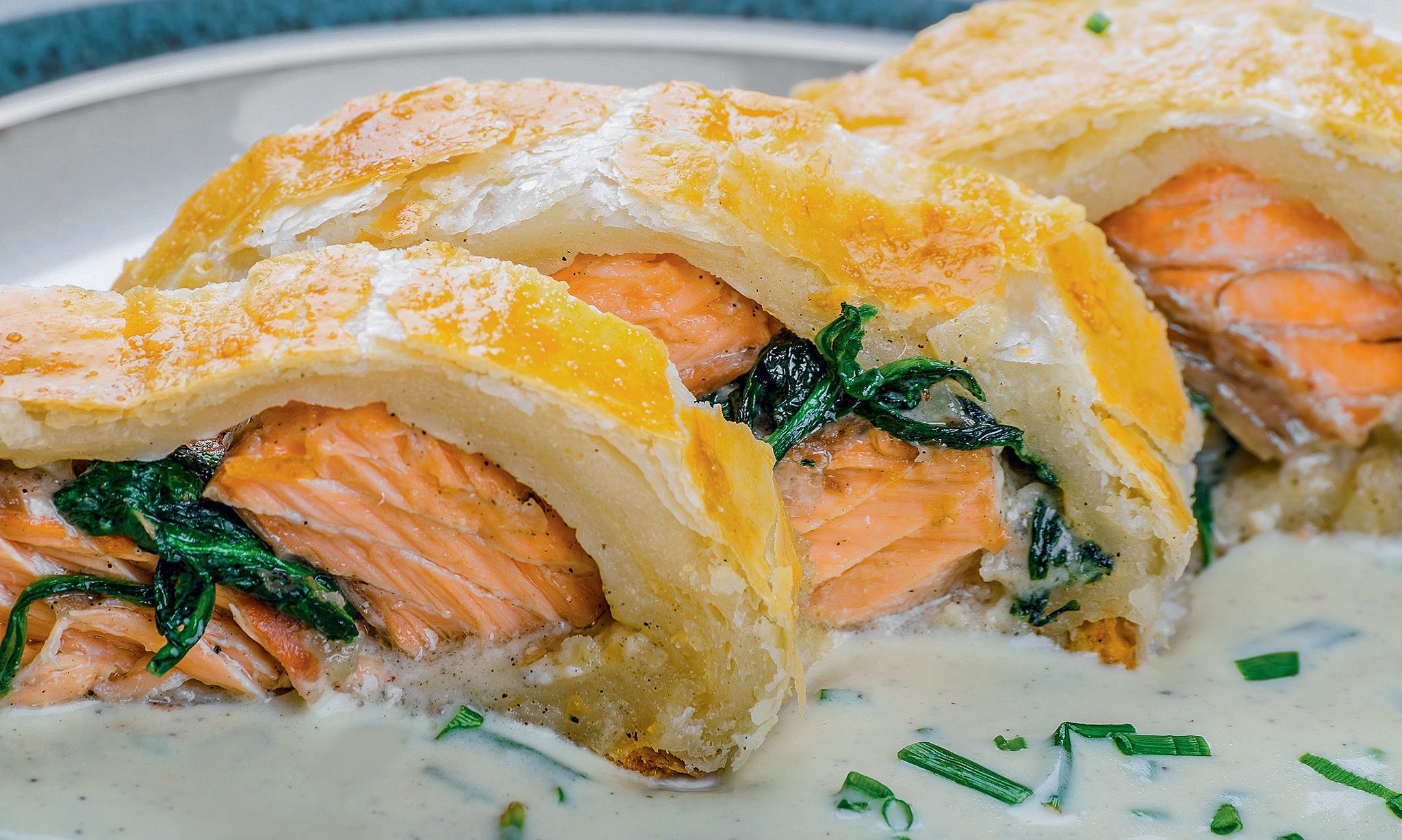 Слоеный пирог с лососем