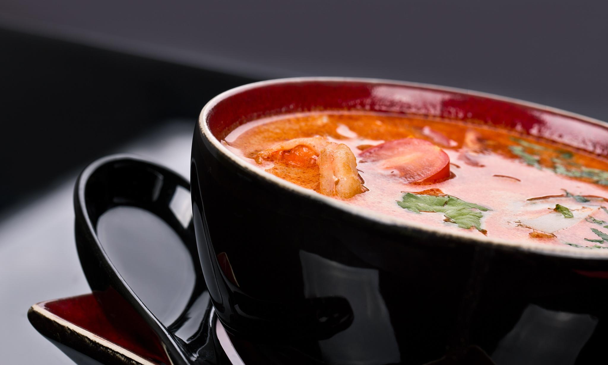 Томатный суп с креветками и водкой