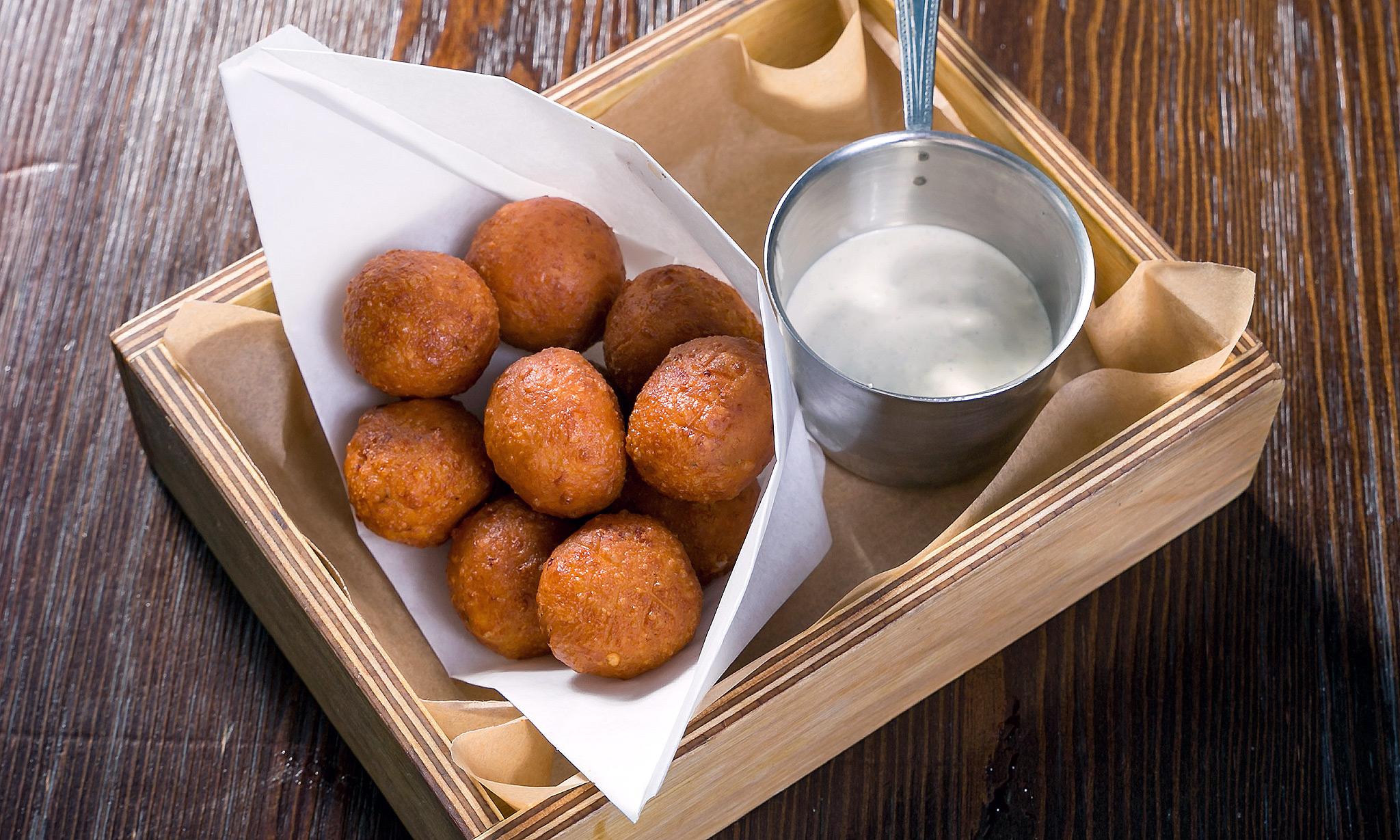 Сладкие сырные шарики во фритюре