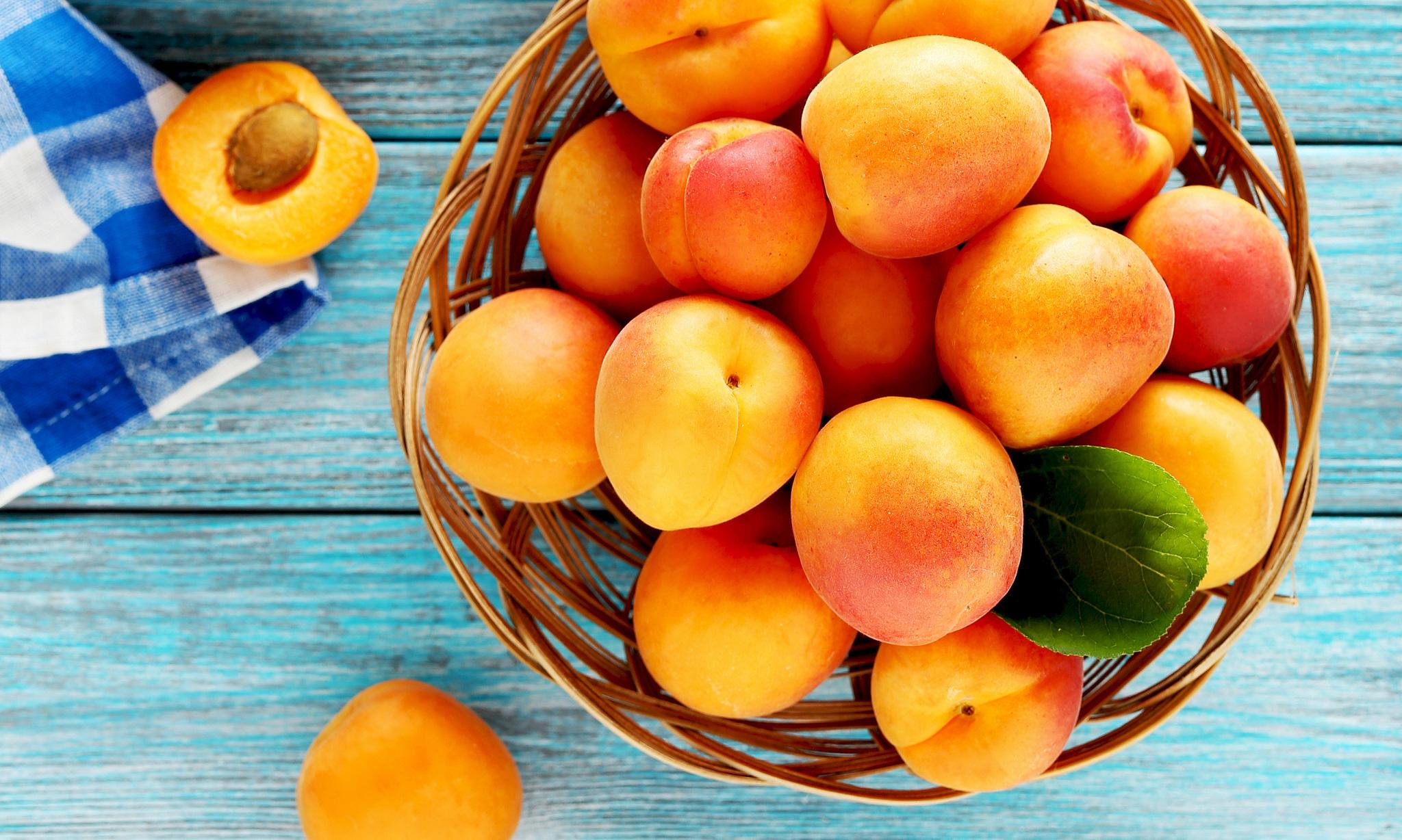 Герой в абрикосовых тонах
