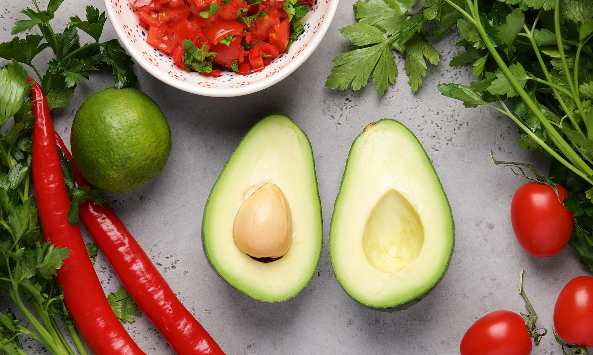 Авокадо с томатной сальсой