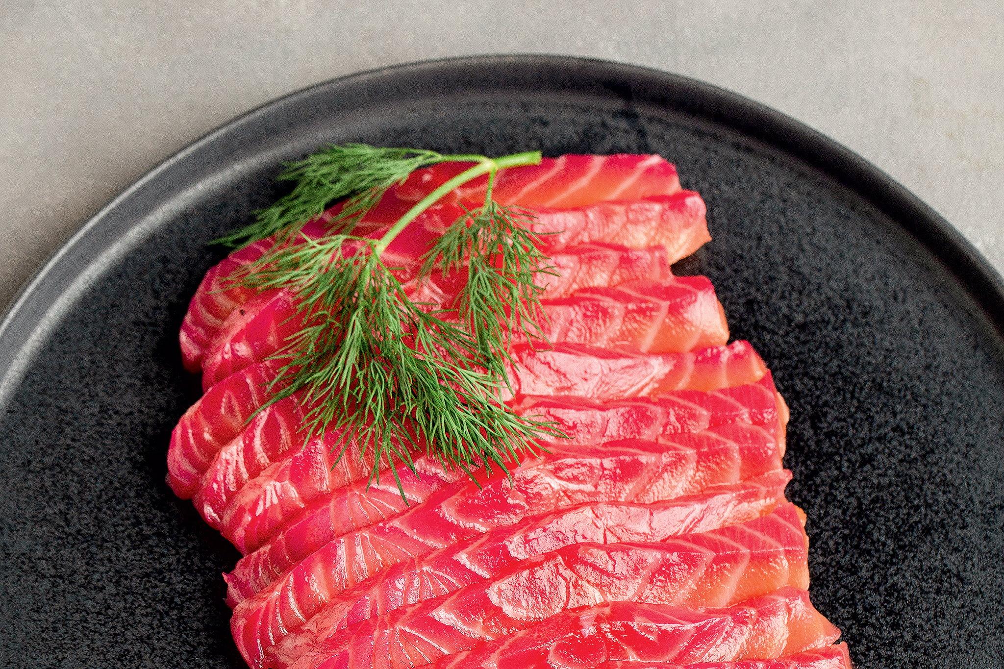 Слабосоленый лосось со свеклой
