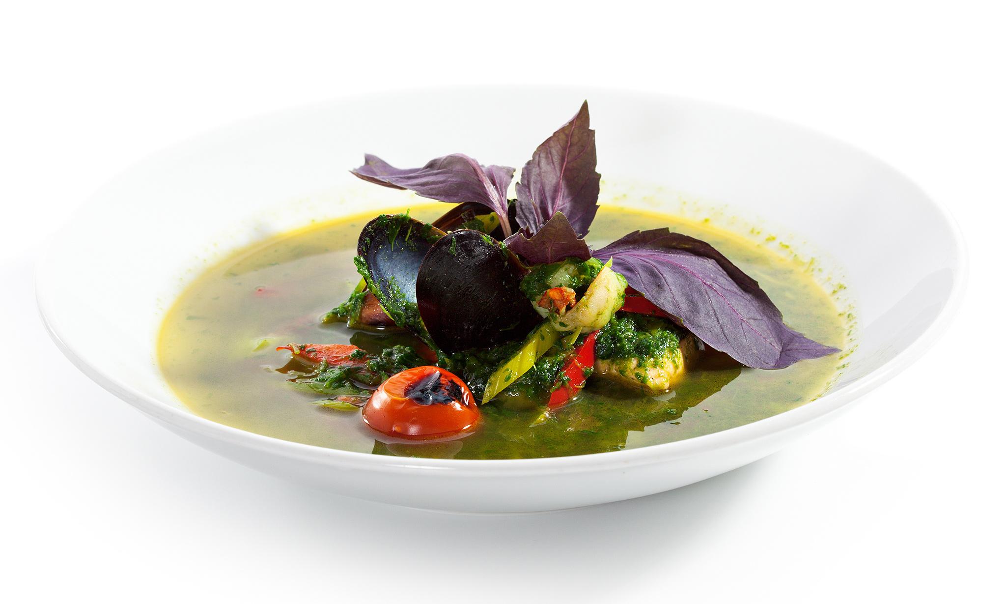 Крем-суп из морепродуктов с песто
