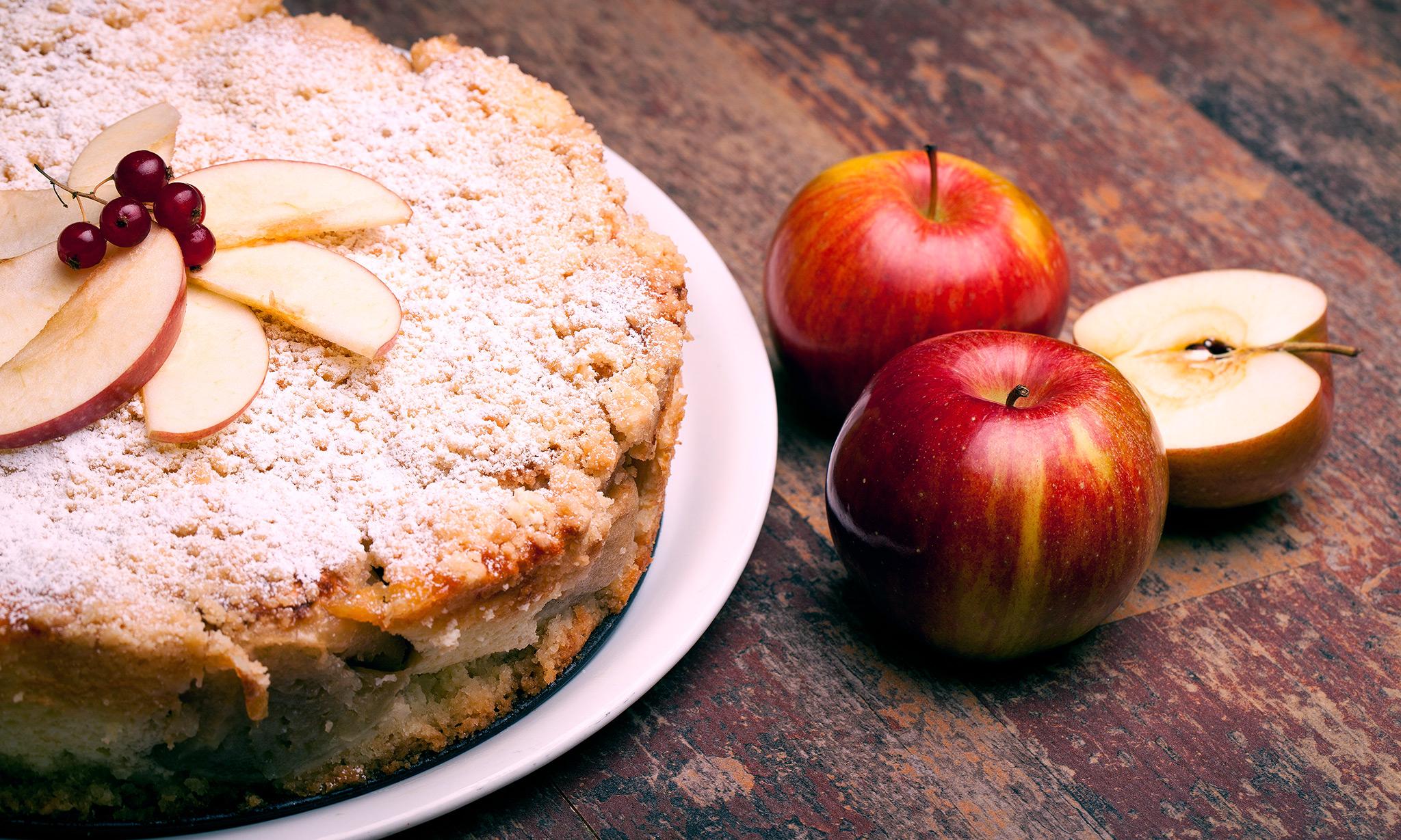 Детская шарлотка «Тяп-ляп» с яблоками